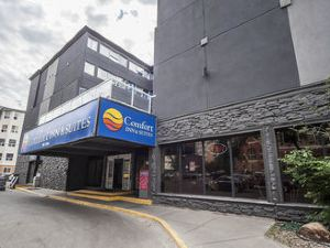 컴포트 인 앤드 스위트(Comfort Inn & Suites Downtown Edmonton)