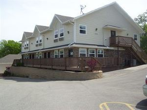 Price Pointe Inn