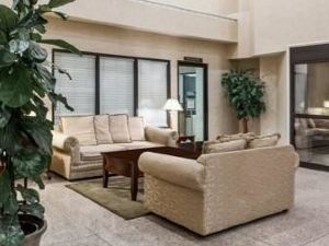 Ramada Limited Suites - Bakersfield