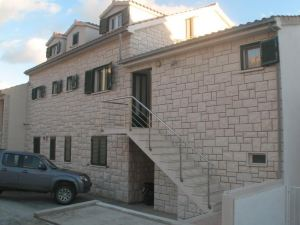 Apartments & Rooms Pierino