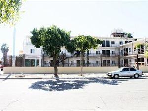 막시오텔 로스 모치스(Maxihotel Los Mochis)
