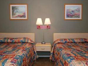 이코노 로지 인 앤 스위트 이레카 (Econo Lodge Inn and Suites Yreka)