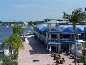 파이럿츠 코브 리조트 앤드 마리나 - 스튜어트 (Pirate's Cove Resort and Marina - Stuart)