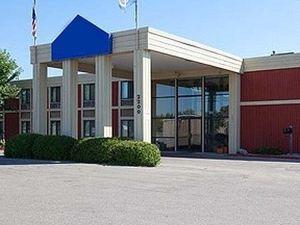 크루크스톤 인 & 컨벤션 센터(Crookston Inn and Convention Center)
