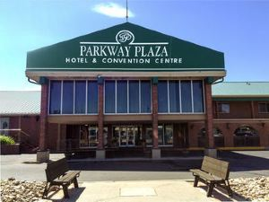 파크웨이 플라자 호텔(Parkway Plaza Hotel and Convention Centre)