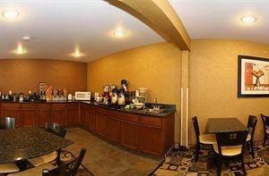 퀄리티 인 앤 스위트 데코라 (Quality Inn and Suites Decorah)