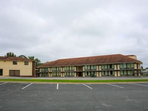 Branson Royal Inn & Suites