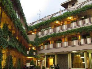 Lestari Hotel & Resto