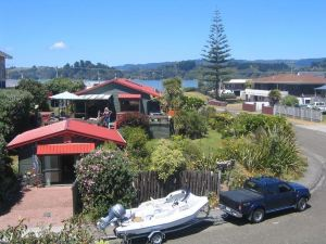 Moanarua Beach Cottage