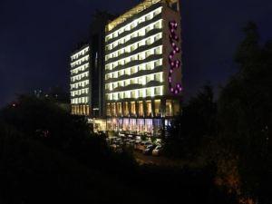 더 페른 아메다바드 호텔 (The Fern Ahmedabad Hotel)