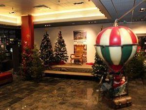 산타스 호텔 산타 클로스 (Santa's Hotel Santa Claus)