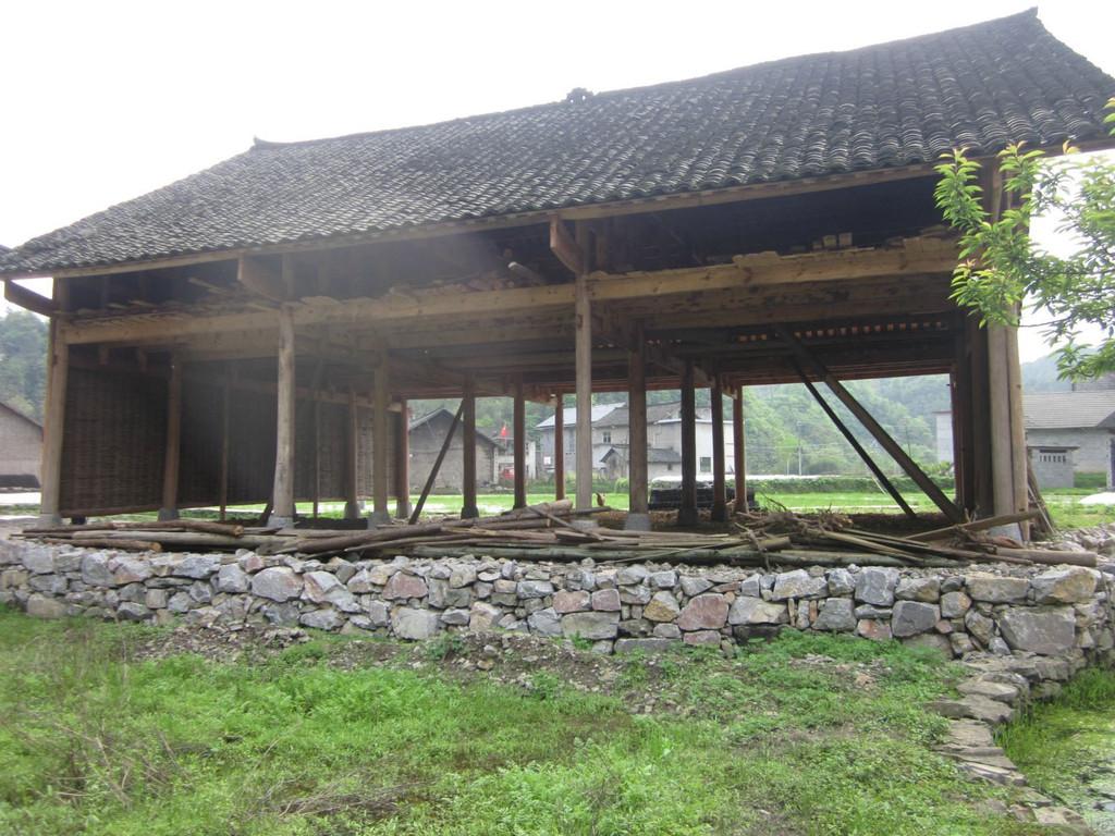 难得一见盖的木房子