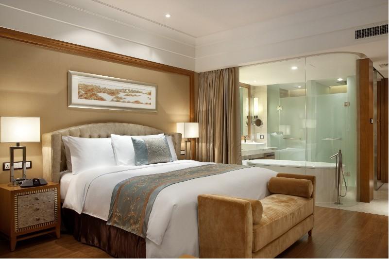 千岛湖滨江希尔顿度假酒店2晚 千岛湖森林氧吧门票 自主加购当地精选