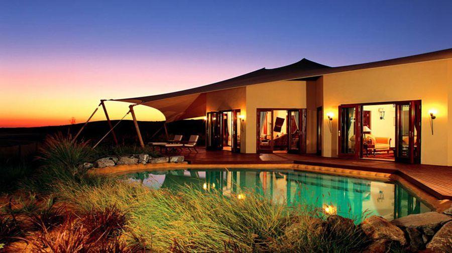 迪拜阿玛哈沙漠酒店位于迪拜沙漠野生动物保护区内