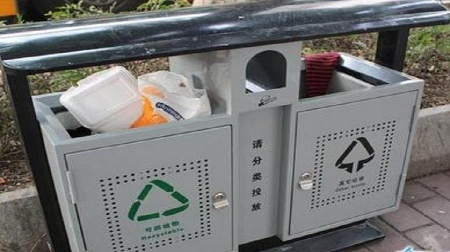 每次站在垃圾桶旁边,上帝啊!