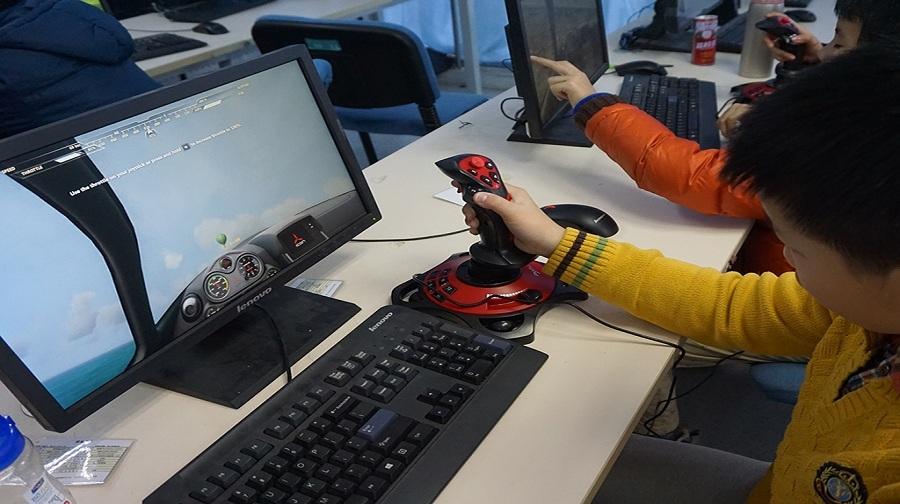学习飞机操控行;小小飞行员模拟飞行