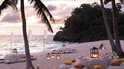 beach front dinner