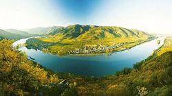 蓝色多瑙河穿越而过