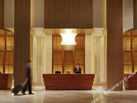 酒店位于青岛市崂山区