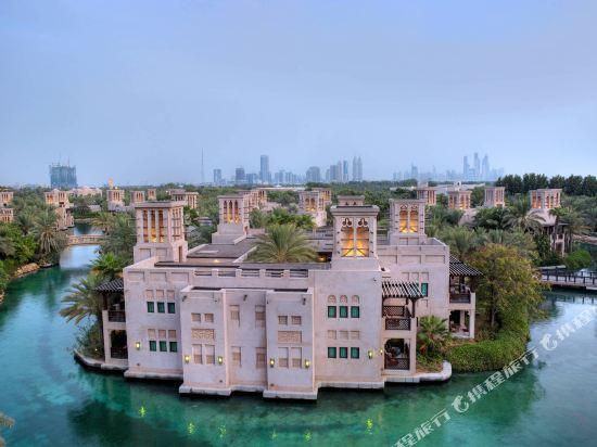 《酒店介绍》          看看迪拜资讯>> 迪拜位于阿拉伯半岛中部,是