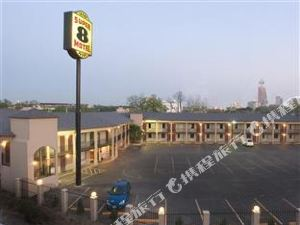 Super 8 Downtown River Walk Hotel