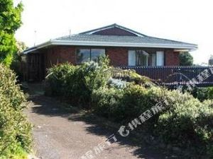 Beach House, 16 Upper Wainui Road