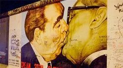 柏林墙涂鸦《兄弟之吻》