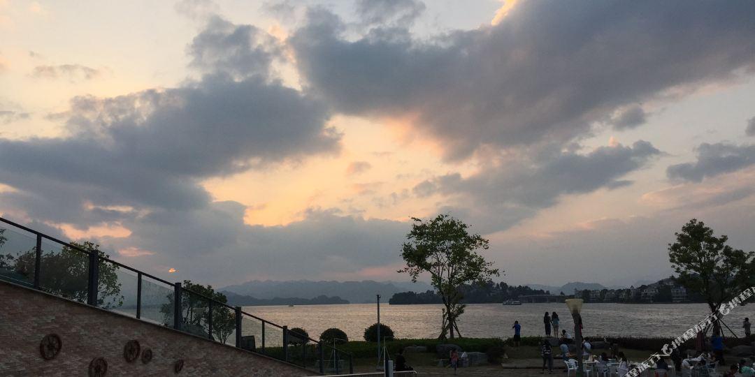 杭州千岛湖排岭半岛绿道营地住宿