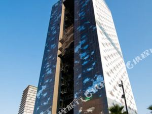 르네상스 바르셀로나 피라 호텔 (Renaissance Barcelona Fira Hotel)