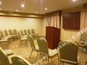 홀리데이 인 익스프레스 호텔 앤 스윗 쿠퍼즈타운 (Holiday Inn Express Hotel & Suites Cooperstown)