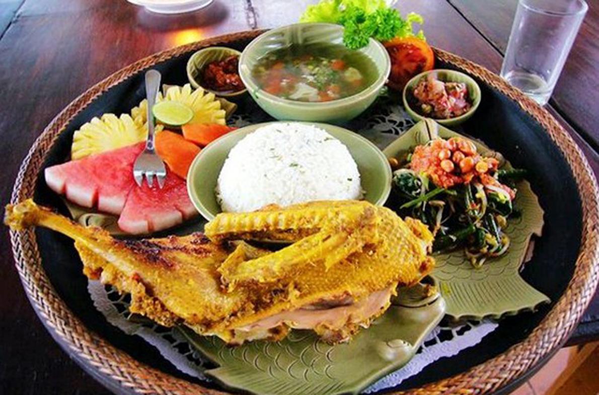 【美食升级】特别安排巴厘岛特色脏鸭餐