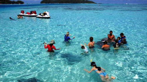 波拉波拉岛出海泻湖游览喂鲨鱼/魔鬼鱼及塔布小岛