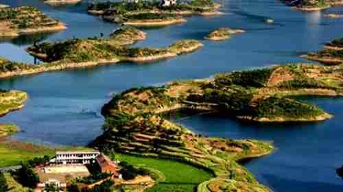 """黄石仙岛湖与杭州千岛湖,加拿大千岛湖并称""""世界三大千岛湖""""."""
