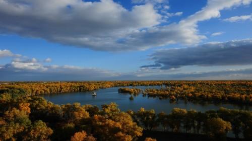 新疆乌鲁木齐 库尔勒4日3晚跟团游·博斯腾湖,孔雀河
