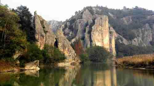 鼎湖峰是整个仙都风景名胜区的核心,是仙都的标志.