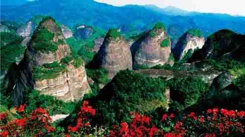 崀山,位于湘西南边陲的邵阳新宁县境内,是世界自然遗产,国家级风景