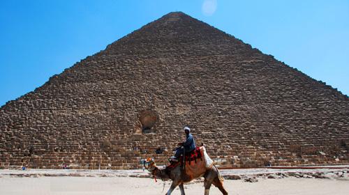 沙漠金字塔里面的木乃伊