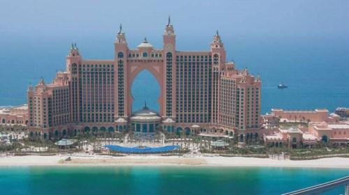 看看迪拜资讯>> 迪拜位于阿拉伯半岛中部,是一座国际化大都市.
