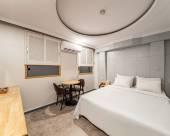 誠信女大站 IVY酒店