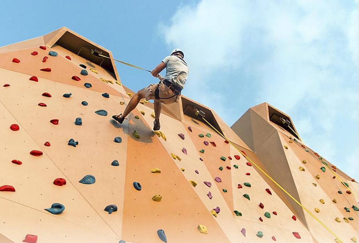 攀岩墙 Rock Climbing Wall