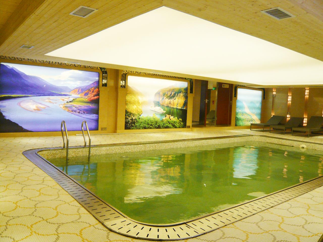 室内恒温游泳池 Indoor Pool