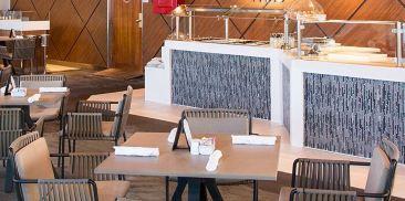 烧烤露台与顶峰酸奶站