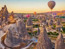土耳其卡帕多奇亚+开塞利2日半自助游·【红线 + 滑雪2日游 | 格雷梅露天博物馆 | 精灵烟囱 | 爱情谷 | 地夫里特峡谷 | 开塞利滑雪 | 可自费体验卡帕多奇亚热气球的机会 | 英文导游讲解】