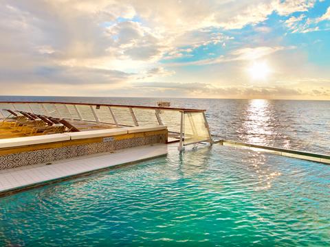 无边泳池 Infinity Pool