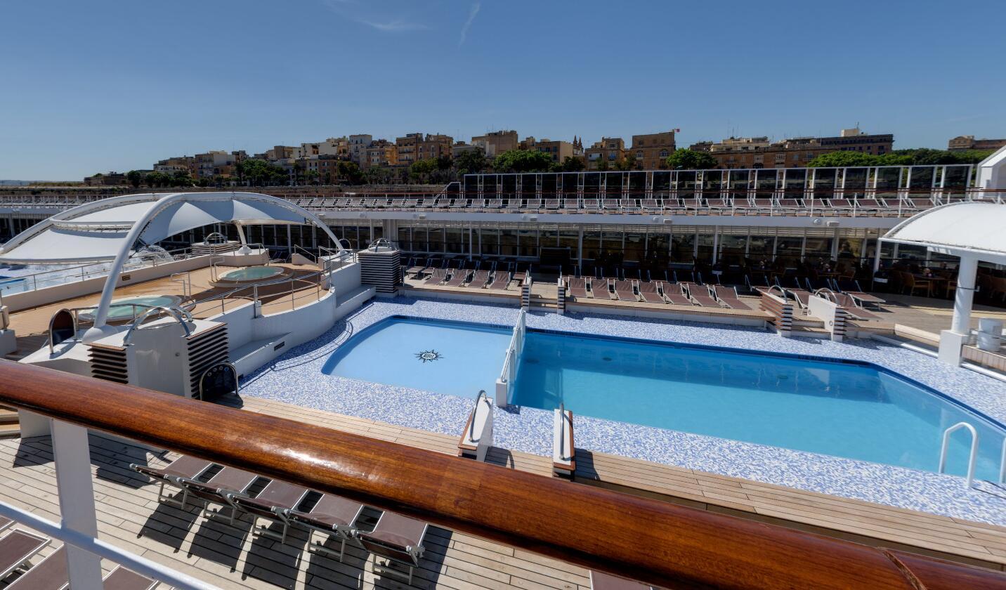 游泳池 Swimming Pool