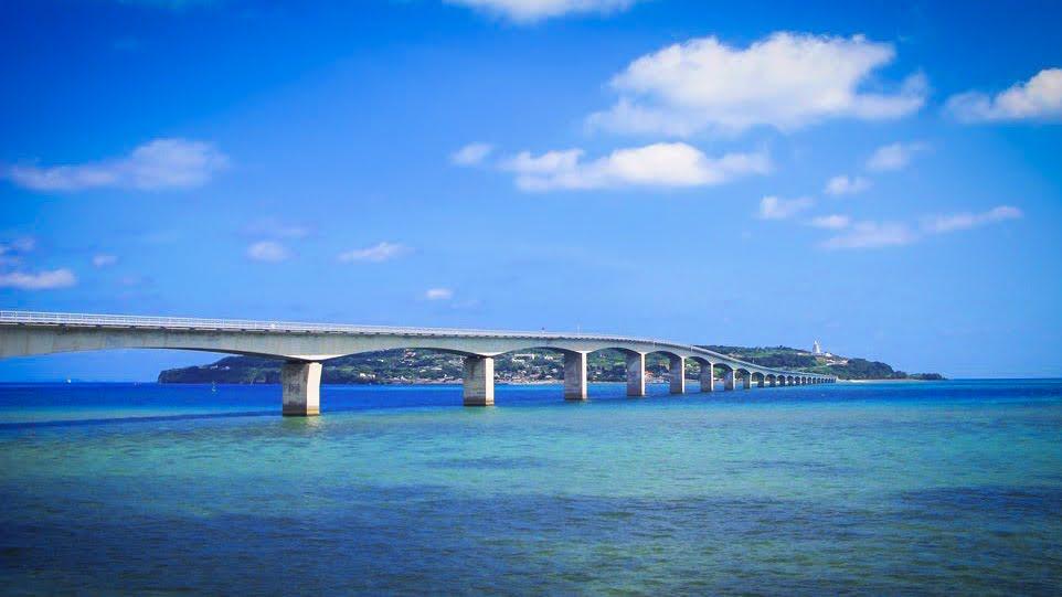 【GoTo35%OFF】【HipHopBUS A Course】沖縄美ら海水族館と古宇利島・万座毛・ナゴパイナップルコース