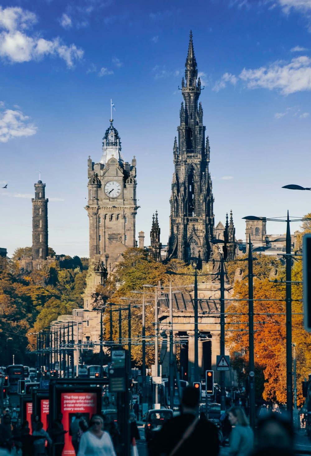 Take a Train to Enjoy the Mysterious and Beautiful Edinburgh