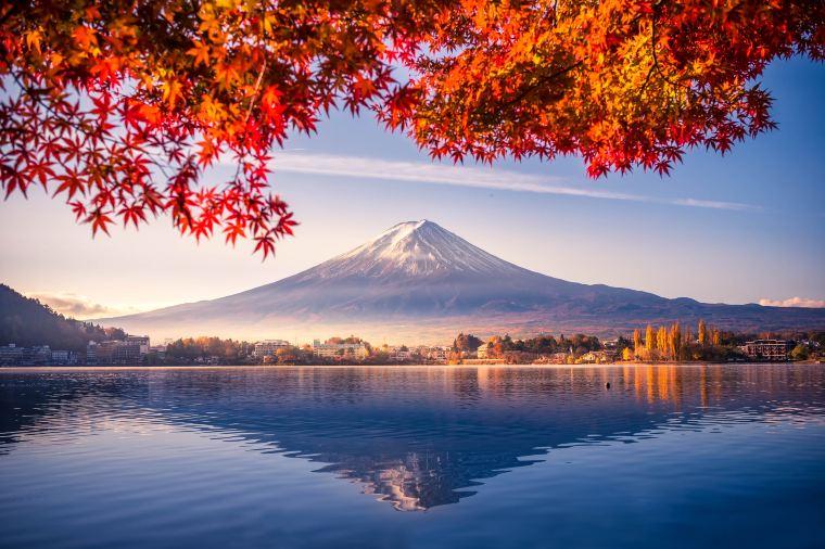【河口湖】紅葉の見頃は10月中旬~11月中旬