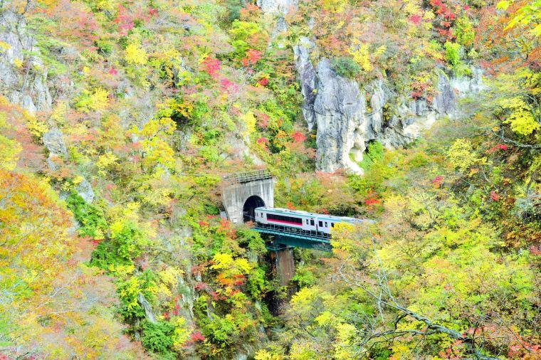 【鳴子峡】紅葉見頃は10月中旬~11月上旬