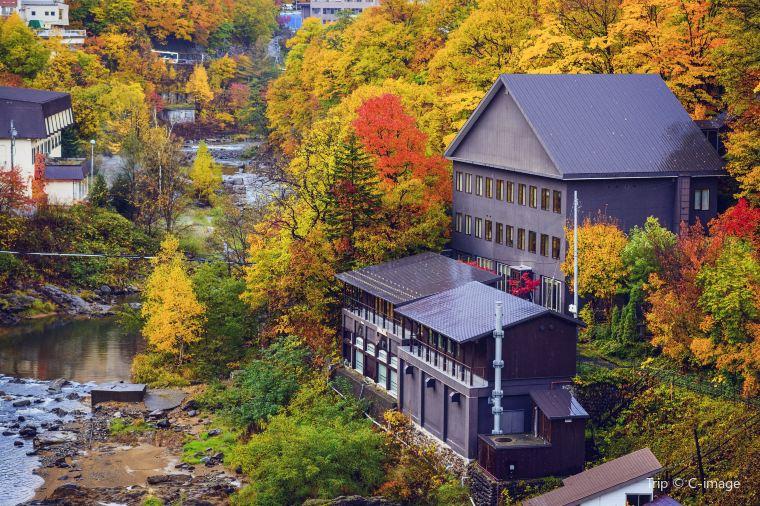 【定山渓(じょうざんけい)温泉】紅葉見頃時期-10月上旬~10月中旬